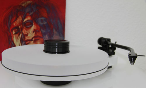 PRO-JECT RPM 3 CARBON Plattenspieler + DELTA DEVICE UPGRADE | chassis: weiß